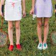 2 børn i badmintonsko